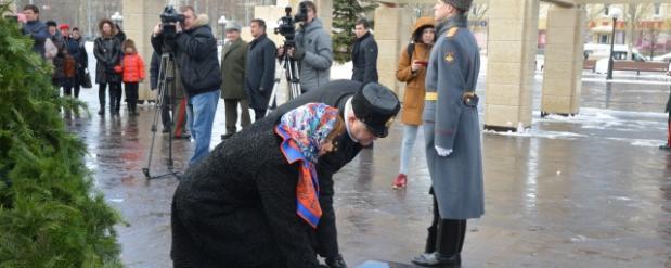 В казанском парке Победы прошла церемония возложения цветов к Вечному огню