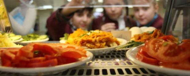 Родители казанских школьников увидели, что едят их дети в школах