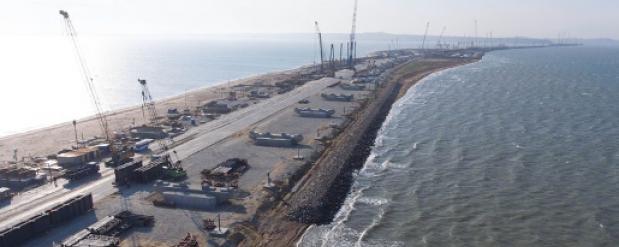 Для моста через Керченский пролив установлена половина опор