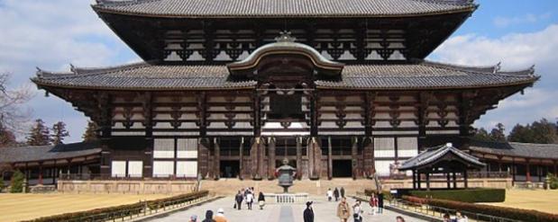 Мужчина с самурайским мечом устроил резню в известном храме Токио