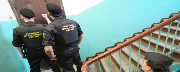 У налогового должника из Казани приставами был арестован телефон